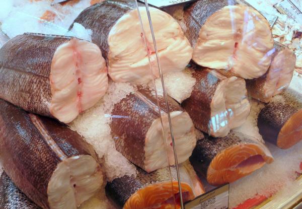 Centros de merluza y salmón en Pescadería Ernesto Prieto