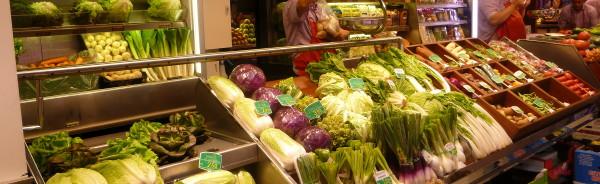 Frutas Charito amplía su tienda