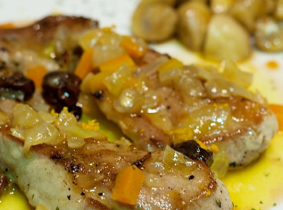 Preparación de cerdo ibérico con salsa de naranja