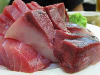 Sashimi de atún tradicional, maguro picante y toro