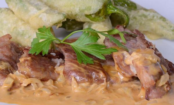 Pluma de cerdo ibérico con salsa de Mostaza
