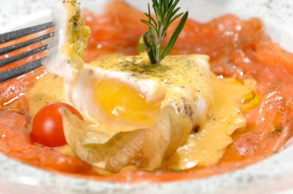 Huevo de oca poche con salmón