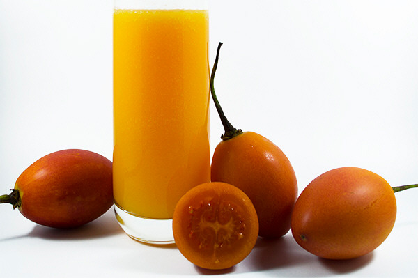 Zumo fresco de tomate de rbol y naranja for Coctel con zumo de tomate