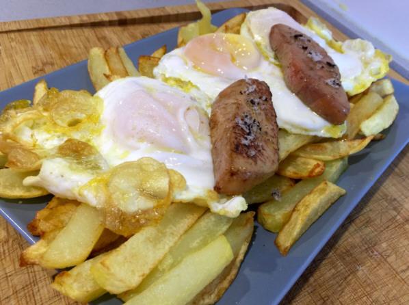 Huevos de oca, foie y patatas