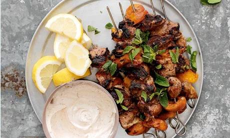 Platos con carne marinada